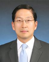 Photo of Associate Dean Hee Eun Lee